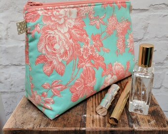 "Handmade Large Floral Make up Bag / Cosmetic Bag / Vanity Bag / Wash Bag. Fully lined - 25cm(10"")Wide, 18cm(7"")Tall by 10.5cm(4"")Deep"