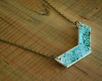 Chevron pendant necklace made of stoneware with white and green enamel