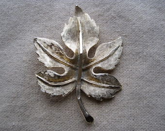 Vintage Brushed Gold Maple Leaf Pin