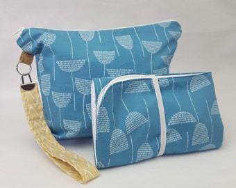 Diaper pouch blue and white flower print and change mat set. nappy wallet. nappy clutch. diaper bag. diaper clutch travel mat. mommy bag