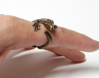 Komodo Dragon Ring, body wrap around finger (br)
