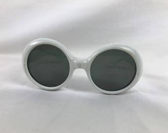 Vintage 1960s White Round Plastic Sunglasses Made in Italy Mod Audrey Hepburn Style