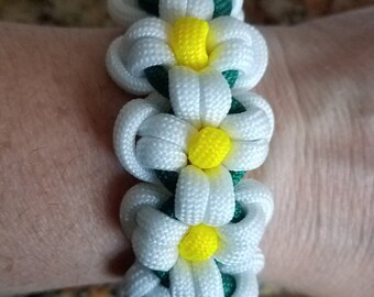 Daisy bracelet with loop/knot closure