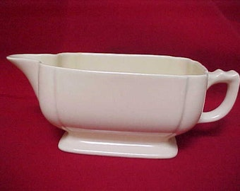 1930s Homer Laughlin Gravy Boat in Riviera Ivory, Vintage Solid Color Art Deco Dinnerware, Century Shape Cream Colored Sauce Boat