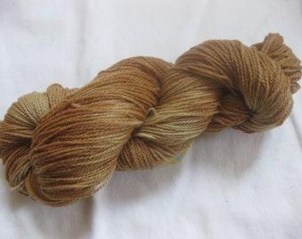 Teint naturellement le fil de chaussette/doigté de poids - récolte d'automne