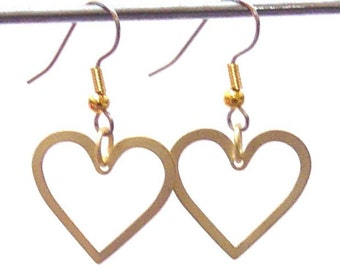 Heart to Heart Earrings in matte Gold
