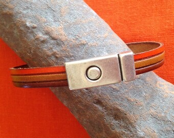 Triple bracelet leather color camel/orange/brown, and magnetic clasp