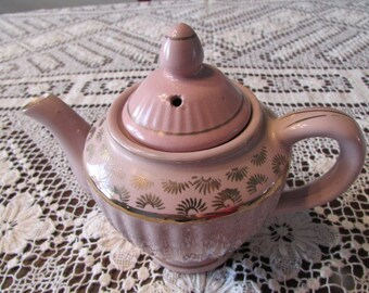 VALIANT PINK TEAPOT Vintage 30's?  with Hand-Painted Gilt Details - Glazed Redware - Made in Japan - teatime 5C