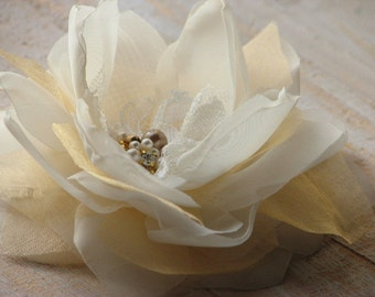 Wedding ivory gold flower Gold hair flower Ivory gold hair flower Ivory gold headpiece Ivory wedding hair flower Gold ivory hair flower