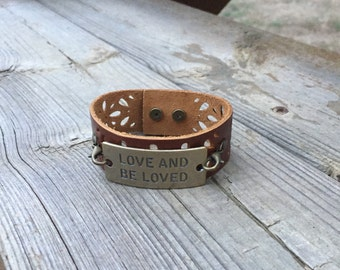 Light Brown leather bracelet with love and be loved charm
