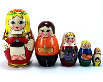 Nesting Dolls 5 pcs Russian matryoshka Authentic Babushka Russia Stacking wooden toy Birthday gift for mom granddaughter grandmother grandma