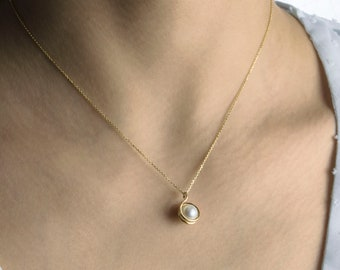 14K Pearl in Chain Necklace.Chic & Minimal choice in Yellow Gold.Freshwater Pearls.Champagne/Gray hues.14K Gold Chain