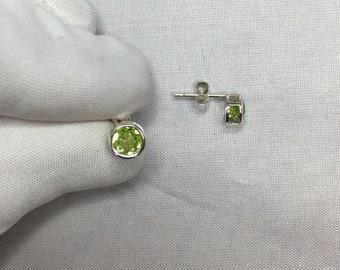 NATURAL 1.10ct Green Peridot Earrings Silver Studs 925 Round Cut