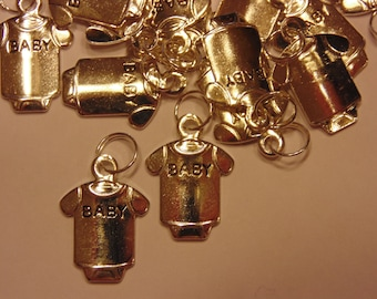 4 BABY charms, 13 x 18 mm (10)