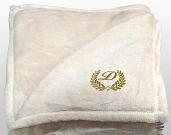 Personalized Multi-use Polar Sofa Bed Travel Fleece Blanket with Leaves - Ref. Dulcelina - Beige