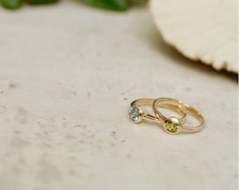 Ring of 585 gold with topaz or peridot in Zargenfassung