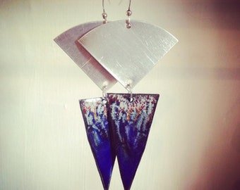 Blue enameled copper with effects + aluminum earrings