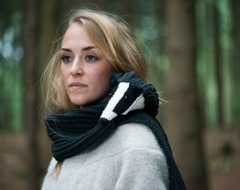 knitted badger scarf with fisherman's rib