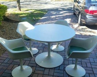 Mid Century Modern White Tulip table w/4 chairs ALL ORIGINAL
