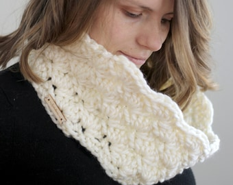 Chunky Crochet White Shell Mini Cowl Girls' Teen's Women's Autumn Winter Holiday Layers Infinity Scarf without that choking feeling