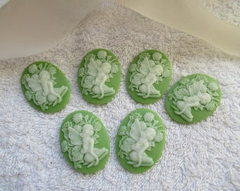 CAMEES FEES BLANCHES lot de 6 camées 3.9 cm en résine ovales motif fée  et fleur fond vert a coller sur tout supports