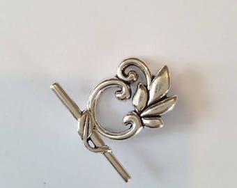 Very pretty toggle clasp leaf delicate 19x23mm. (8086327)