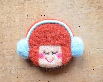"""Woolen brooch """"p"""" Titus round head and his earmuffs sky """""""