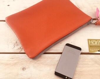 Chic essential leather clutch - hariti