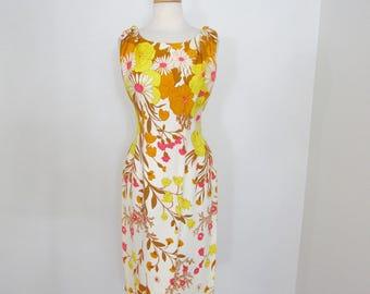Bright & Sunny 1950s - Early 1960s Figure-flattering Border Print Dress