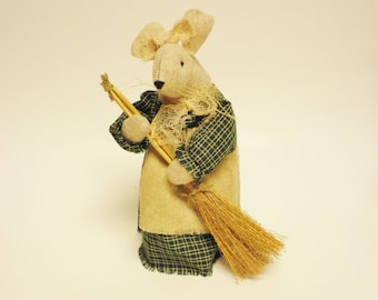 Handmade Mouse with Broom, Handmade Mice, Felt Mouse, Primitive Mice, Handmade Mouse, Primitive Animals, Country Farmhouse Decor