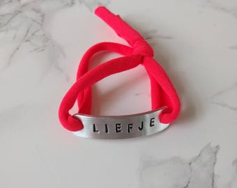 Handmade bracelet made of Roodroze jersey fabric with handmade aluminum tag with text: Sweetheart (in stock)
