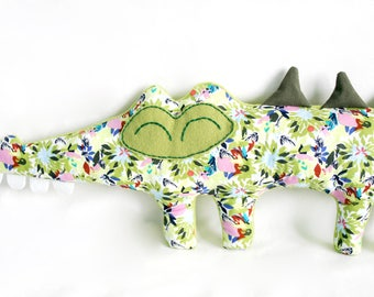 Basil - Flowery crocodile plush - green tones.