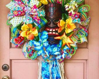Tiki wreath, Tiki mask decor, Luau wreath, Luau decor, Summer wreath, Pool decor, Luau party, Tiki bar, Hawaii decor, Tropical wreath