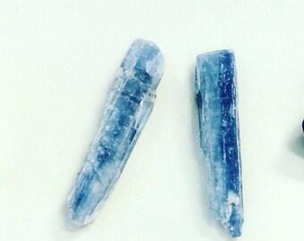 Kynite blade stud earrings, raw kyanite earrings, raw stone earrings, raw kyanite crystal earrings, mineral earrings, blue crystal earrings