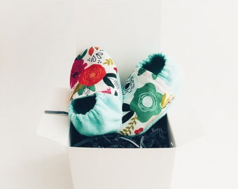 Floral baby booties | crib shoes | baby girl shoes | baby shower gift
