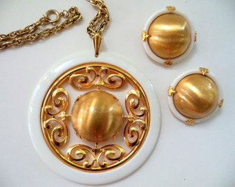 Vintage Brushed Gold & White Necklace Earring Set Vintage 60's Mad Men Jewelry