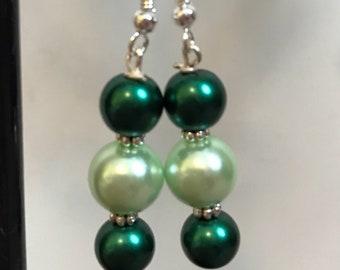 Green Beaded Drop Earrings, Green beaded earrings, Green drop earrings, Glass pearl bead earrings, green pearl bead earrings, green earrings