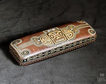 Hard glasses case, Maori art, Gift for women or gift for men, Unisex eyeglass case, Birthday gift, Travel gift, Gift for traveler