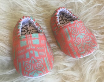 Baby Moccs: Art Deco / Baby Shoes / Baby Moccasins / Childrens Indoor Shoes / Vegan Moccs / Soft Soled Shoes / Waldorf Montessori Shoes
