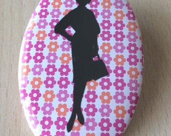 badge / brooch vintage silhouette fashion 23