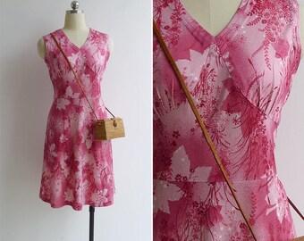 Vintage 70's 'Asian Barley Floral' Pink Polyester Knit V-Neck Dress S or M
