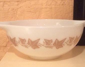 Pyrex Sandalwood 443 Cinderella Bowl