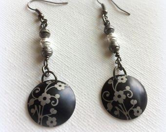 Earrings – Chinese Flower domed earrings – Black and Grey