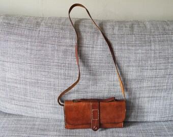 Vintage 70s brown leather  handbag/pouch/sling bag/shoulder bag with a handle