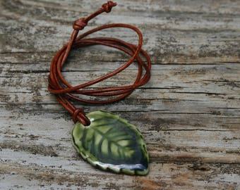 leaf pendant, ceramic jewelry, green leaf necklace, gender neutral pendant, pottery pendant, fall  jewelry, Autumn necklace, gift idea, leaf