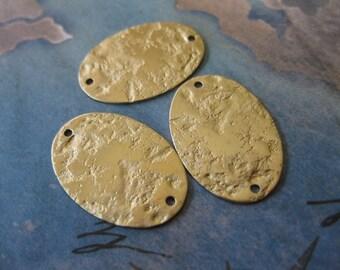 4 PC Textured brass oval tag / charm 16 x 24 mm - UU04