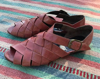 Vintage Salmon Pink Woven Leather Peep Toe Sandals   size 5.5 6