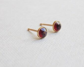 Small tiny 4mm round 9ct gold red purple garnet gemstone birthstone studs earrings