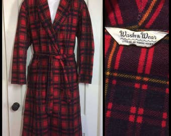 1950's Plaid soft Flannel Smoking Jacket Robe looks size Medium Red Black Yellow wash & wear barely used