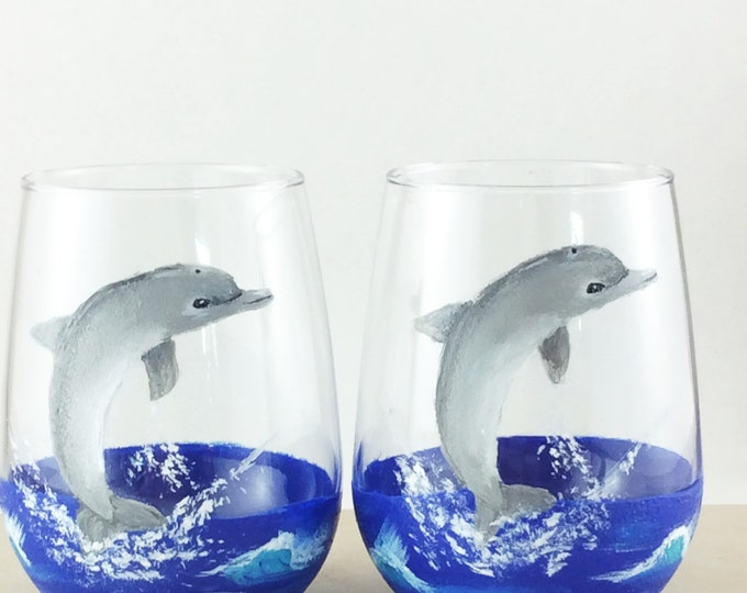 drinking glasses, stemless wine glass, Dolphin lover gift, Beach theme decor, Best friend gift, Painted wine glasses, dolphin glasses
